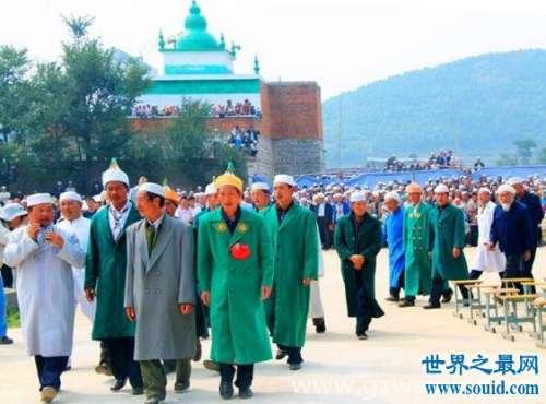 回族的风俗习惯有哪些,男的要带帽子女的带丝巾