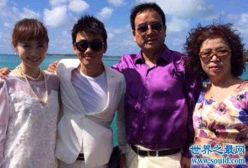 马蓉妈妈徐红微博开撕,61岁穿着暴露为老不尊