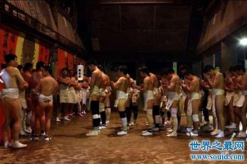 奇葩的日本裸体节风俗,近万名男女全裸抢宝木