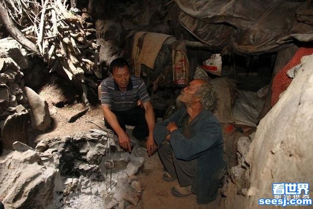 男子被50多个女友嫌弃,一气之下独居洞穴40年