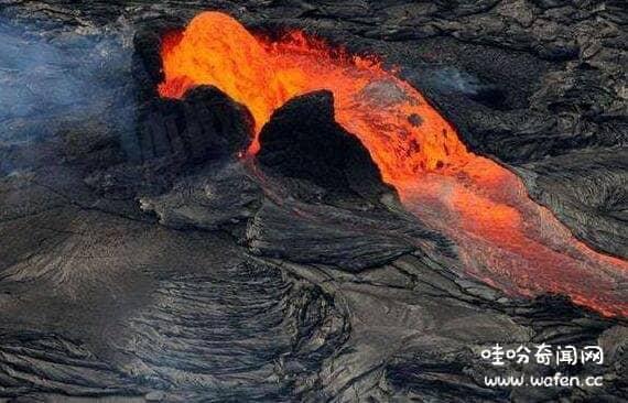 为什么鞋踩在岩浆上会弹起来,湿冷鞋子踩踏岩浆会被反弹(二氧化矽)