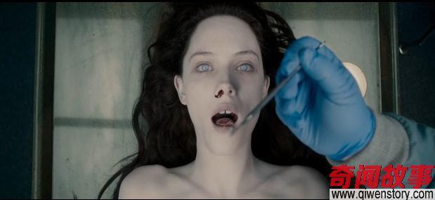 这片的女主从头到尾就光个身子,却还被说成最佳恐怖片,我不服!_0
