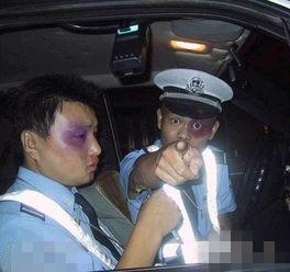 你瞅啥,交警为啥被打成这样