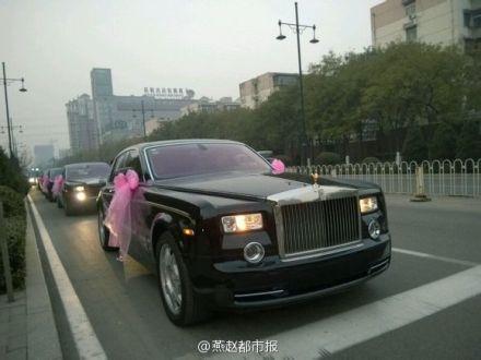 有钱!任性!河北唐山惊现最牛婚礼 30多辆豪车值2亿