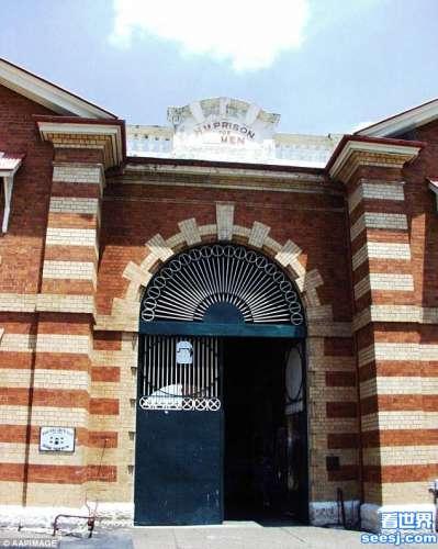 澳洲变性美女被关男子监狱,4年遭狱友强暴2000次
