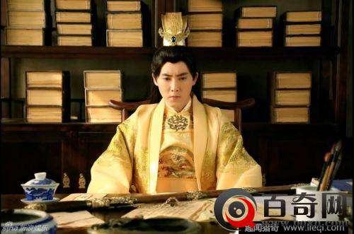古代皇帝龙袍一件到底多少钱?背后藏秘密
