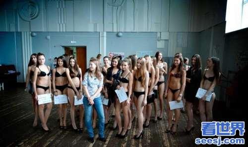 俄罗斯的美女哪里都是而且身材好 美女泛滥成灾的国家挤破脑袋来中国