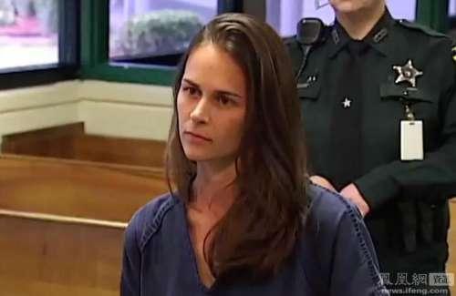 美国30岁美貌女教师诱奸3名17岁男学生