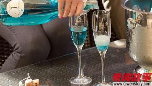 蓝色葡萄酒颜值高让人欲罢不能,然而它的确不是用来止渴的
