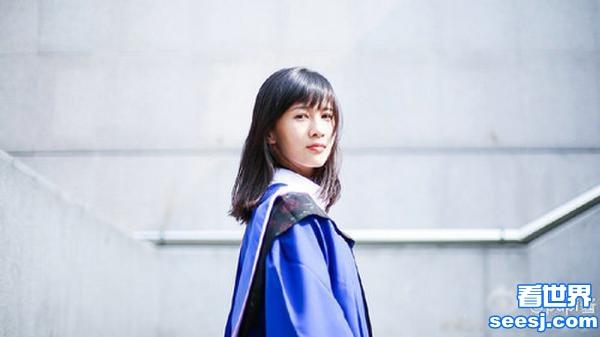 网红papi酱晒毕业照 穿硕士服气质清新(图)