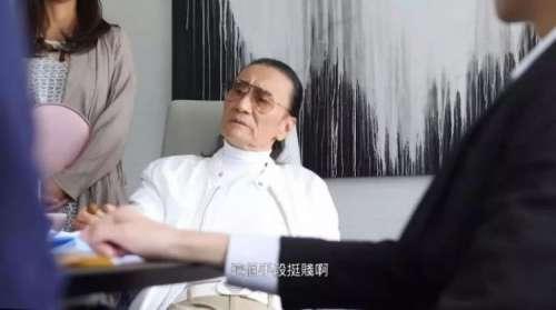 82岁谢贤新戏搭档30岁丰满女演员直言自己在片场常被欺负