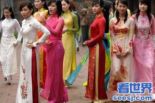 美女旗袍侧面开叉到腰带越南女人穿高开叉旗袍圣光图