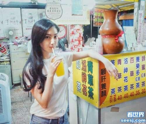 景甜现身台湾夜市网友身材超好的吃货女神你又撩我们