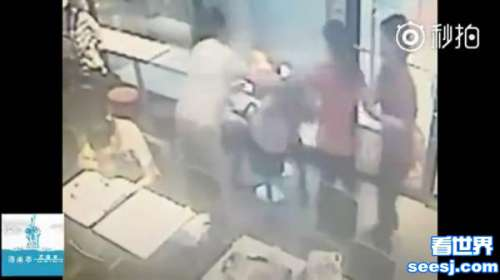 山东两女孩麦当劳内自拍遭陌生男女辱骂暴打