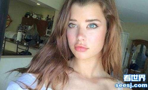 国外20岁性感女模特天生瞳孔异色一黄一蓝双色瞳孔