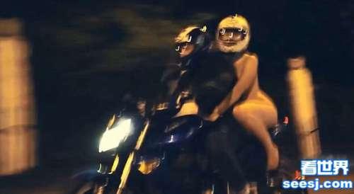 俄女子寒夜躶体乘摩托网友身材并不惊艳