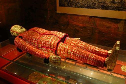 鬼吹灯中出现的金缕玉衣真的存在吗历史上是什么时候的