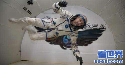 日本亿万富翁成为公司绕月太空飞行的第一位私人乘客