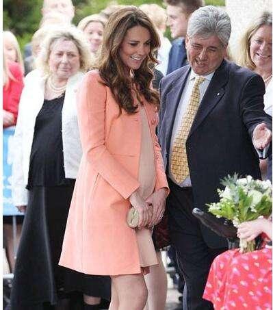 凯特王妃着优雅时髦孕妇装亮相 带你玩转时尚辣妈圈