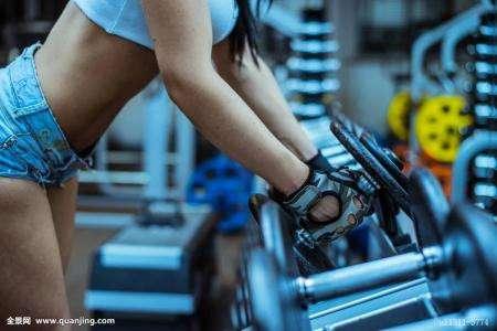 身材好的室友早上下床 锻炼健身不让肥胖阻碍想象力
