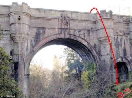 苏格兰奇异自尽桥:经过的小狗诡异自杀身亡