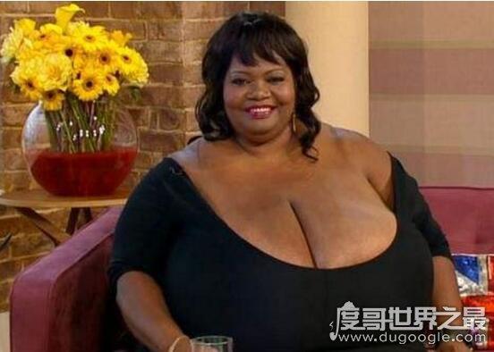 世界上乳房zuì大的女人前五名排行,第一名的胸部重达77斤
