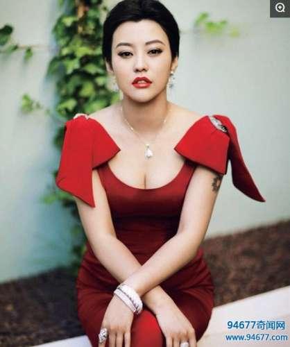 郝蕾红色礼服活动照, 网友: 不是一般的丰满, 很有弹性的感觉!