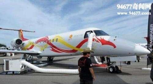 成龙私人飞机曝光,价值两个亿(起飞一次至少50万)