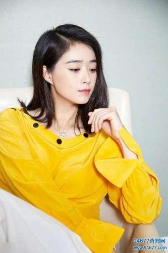 蒋欣这身装扮太美了,黄色上衣搭配白色长裤,气质优雅时尚干练