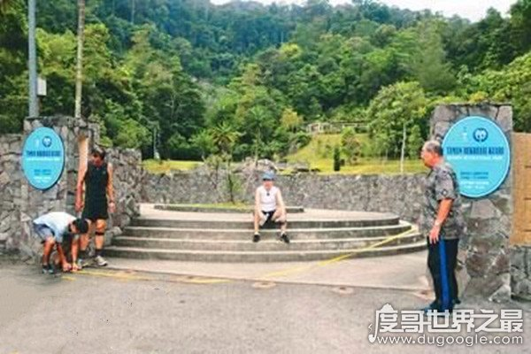 世界上尿尿最远的人,马来西亚华裔洪先生(个人最佳记录16尺)