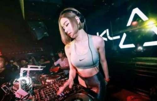 韩国最漂亮女DJ黄素熙,童颜巨乳,身材凸凹有致
