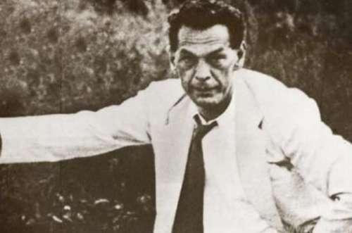 二战的间谍之王,帮助苏联击败了德国,却因小疏忽暴露身份被捕