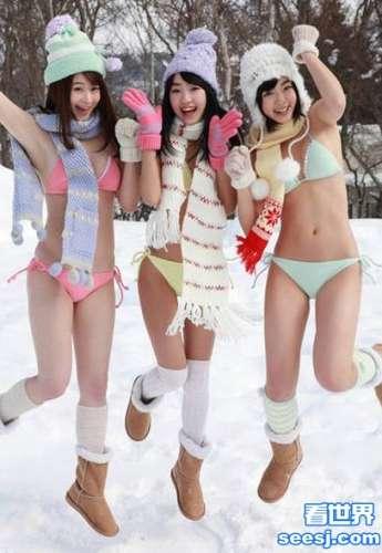 日本人体写真女星雪地里穿比基尼拍性感写真太敬业