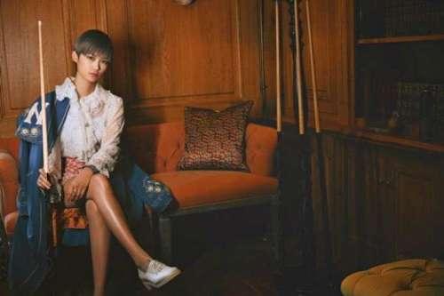 李宇春复古蕾丝衬衫看秀法式优雅融合街头潮流