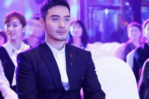 王雅伦帅气亮相盛典任颁奖嘉宾彰显绅士魅力