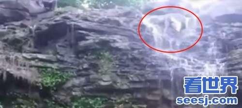 为摆出完美拍照姿势男子滑落15米高瀑布骨盆摔裂