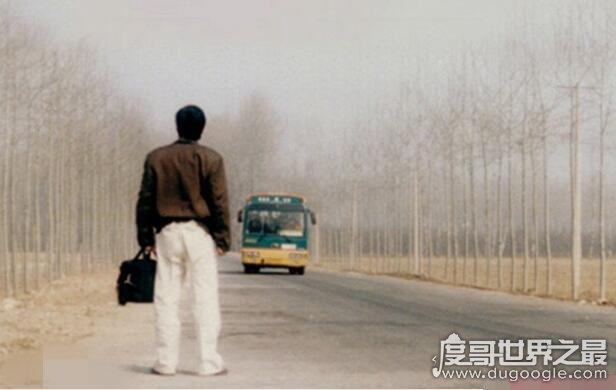 电影车44路的原型事件回顾,公交车44路坠河(车内无一人生还)