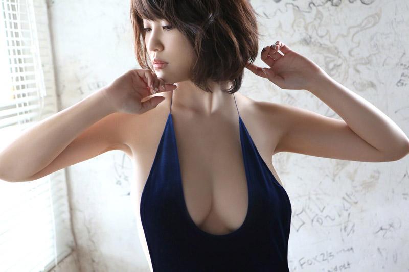 美女岸明日香真空连体裙尽露豪乳写真[22P]