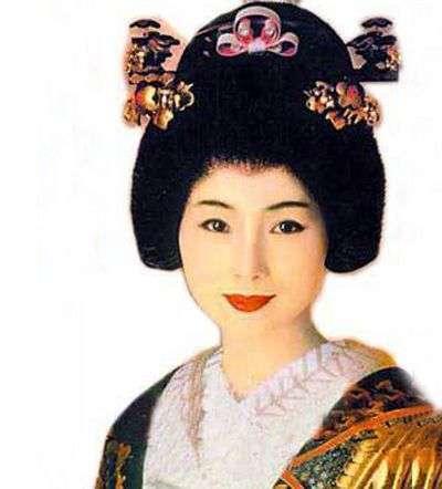 她出身于上流社会却甘为艺术献身成为日本最好的艺伎