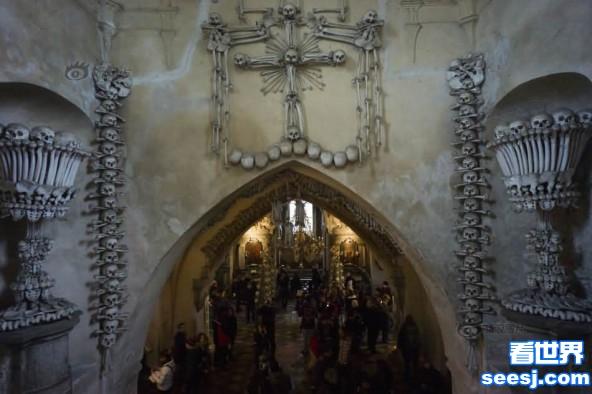 捷克有座惊悚的ampquot人骨教堂ampquot装饰品都是人类骨骼