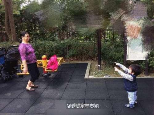 林志颖小儿子太可爱逛公园与婆婆街头跳舞