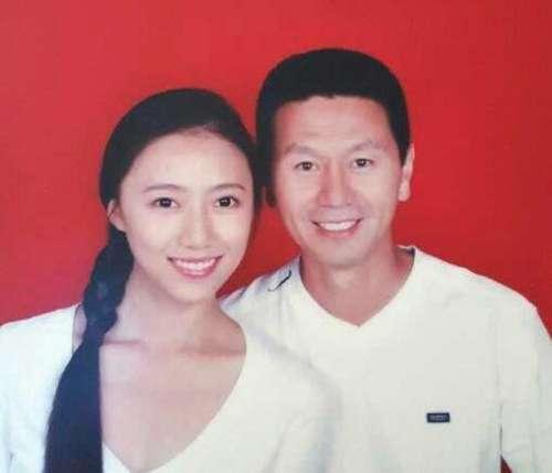 56岁吴若甫的34岁娇妻近照身材苗条长腿抢镜
