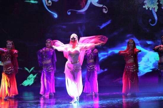 美女歌手肖洋早期舞台照曝光舞姿动人