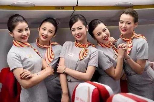 为什么中国的飞机上空姐都是美女而美国的飞机上空姐都是大妈