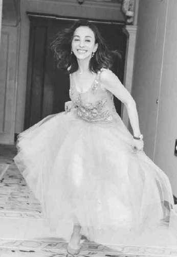 48岁雪姨穿薄纱裙上围丰满网友年轻不止20岁