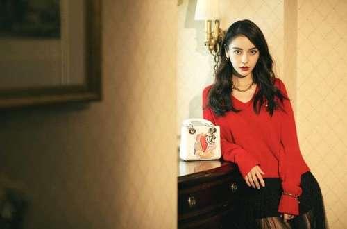 杨颖红色毛衣彰显浪漫情怀反季节穿搭美丽任性