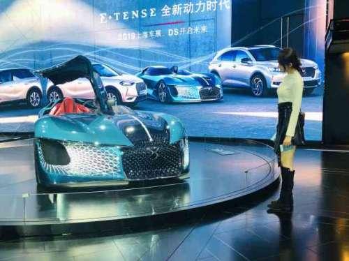 101女孩张鑫磊现身上海车展被爆选购豪车