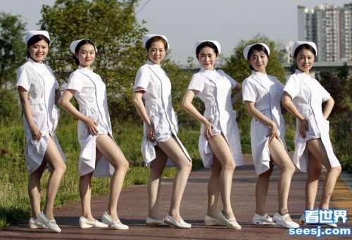 四川美女护士上演变装秀
