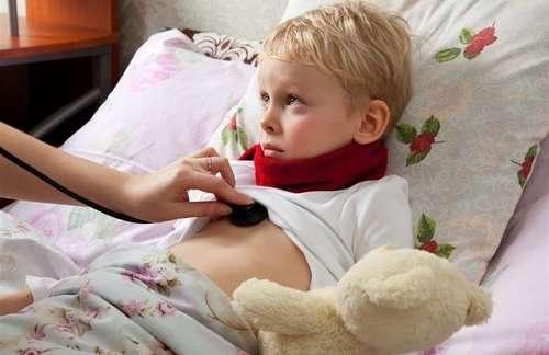 英国一女孩患先天性失鼻症致天生没有鼻子