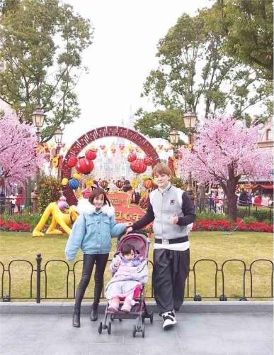飞儿乐队阿沁晒女儿过万圣节花苞和朵朵漂亮可爱